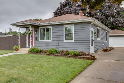 Racine Single Family Home Active Contingent With Offer: 2014 Dwight St