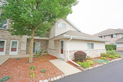 Pewaukee Condo/Townhouse For Sale: 600 Westfield Way #3