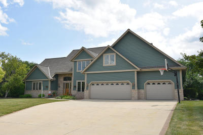 Waukesha County Single Family Home Active Contingent With Offer: 13555 W Deer Park Ct