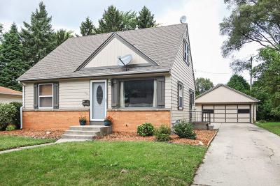 Waukesha Single Family Home For Sale: 510 Gascoigne Dr