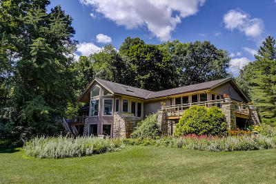 Oconomowoc Single Family Home Active Contingent With Offer: 4311 W Beach Rd