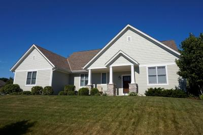 Waukesha Single Family Home Active Contingent With Offer: 515 Wynnewood Ct