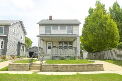 Racine Single Family Home For Sale: 2121 West Lawn Ave