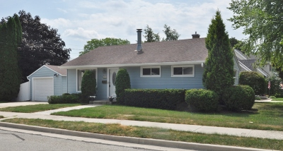 Ozaukee County Single Family Home Active Contingent With Offer: 703 North St