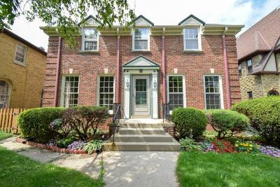Shorewood Condo/Townhouse For Sale: 4121 N Woodburn St