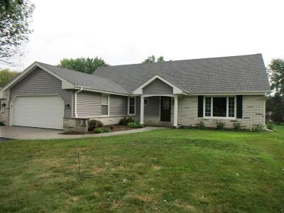 Muskego Single Family Home For Sale: S70w13001 Woods Rd