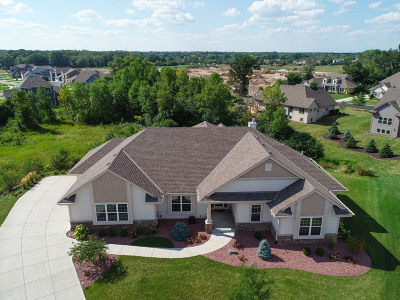 Menomonee Falls Single Family Home For Sale: N61w13514 Cattail Ct