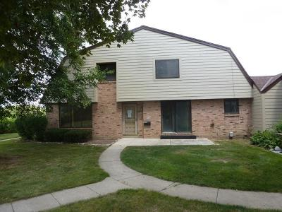 Milwaukee Condo/Townhouse For Sale: 8645 N 73rd St