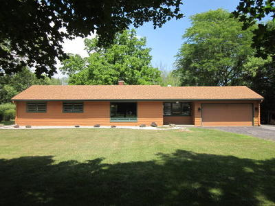 Mequon Single Family Home For Sale: 1704 W El Rancho Dr