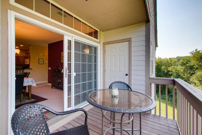Oak Creek Condo/Townhouse Active Contingent With Offer: 2027 W Vista Bella Dr