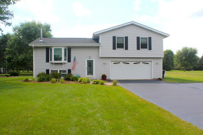 Mukwonago Single Family Home For Sale: W330s8113 Country Ln