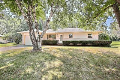 Menomonee Falls Single Family Home For Sale: N54w15385 Beaver Dr