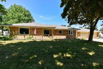 Cedarburg Single Family Home Active Contingent With Offer: N30w6366 Lincoln Blvd