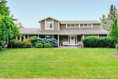 Mequon Single Family Home For Sale: 10206 N Concord Dr