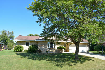 Greenfield Single Family Home For Sale: 5250 S 49th St