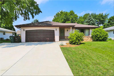 Racine Single Family Home For Sale: 5618 Castleton Ct