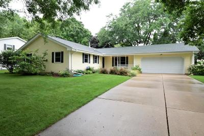 Waukesha Single Family Home For Sale: W220n2789 Maplewood Ln
