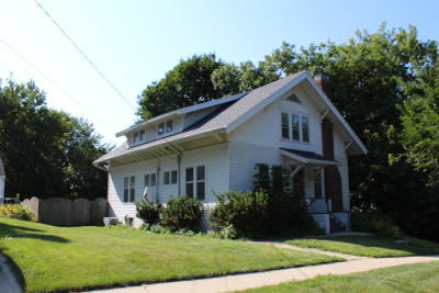 Single Family Home Active Contingent With Offer: 230 N 4th St