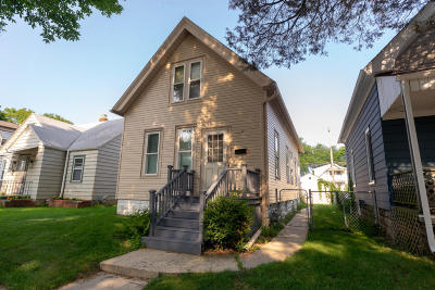 Milwaukee Single Family Home For Sale: 2958 S Clement Ave