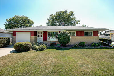 Milwaukee Single Family Home For Sale: 5695 S Honey Creek Dr