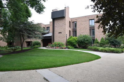Shorewood Condo/Townhouse Active Contingent With Offer: 3916 N Oakland Ave #225
