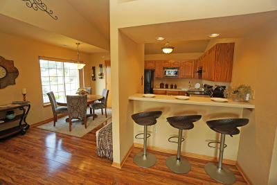 Waukesha WI Condo/Townhouse For Sale: $189,900