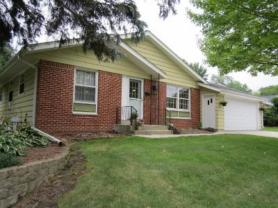Menomonee Falls Single Family Home For Sale: N85w18245 Lawrence Ave