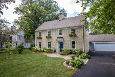 Milwaukee County Single Family Home Active Contingent With Offer: 400 E Daphne Rd
