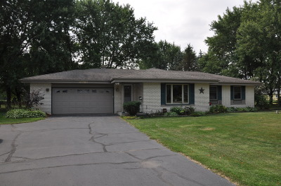 Mukwonago Single Family Home Active Contingent With Offer: S83w32807 N Oak Tree Ct