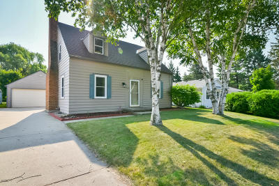 Ozaukee County Single Family Home Active Contingent With Offer: 210 N Milwaukee St