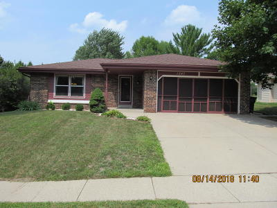 Mukwonago Single Family Home Active Contingent With Offer: 1247 River Park Cir W
