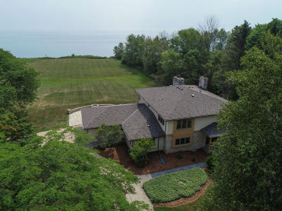 Ozaukee County Single Family Home Active Contingent With Offer: 13764 N Birchwood Ln