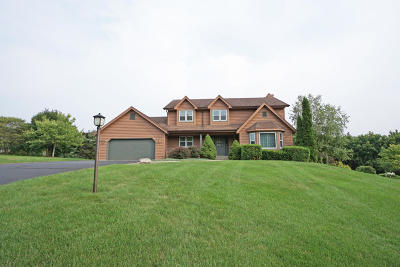 Waukesha Single Family Home For Sale: S48w23621 Merlin Ln
