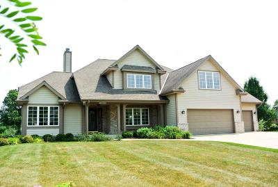 Menomonee Falls Single Family Home For Sale: W126n6432 Willow Ct