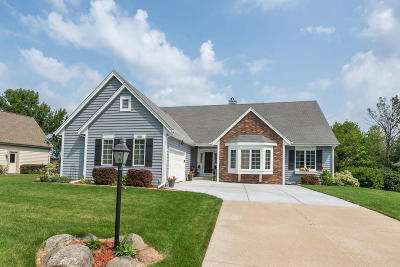 New Berlin Single Family Home Active Contingent With Offer: 13130 W Foxwood Dr