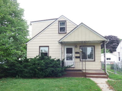 Milwaukee Single Family Home For Sale: 3368 S Chase Ave