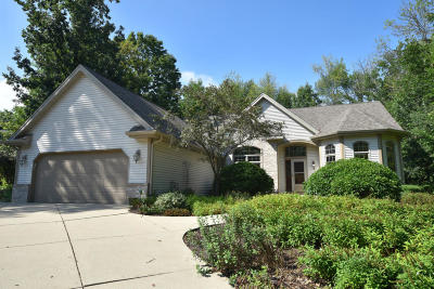 Waukesha County Single Family Home Active Contingent With Offer: N72w24220 S Woodsview Dr