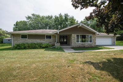 Ozaukee County Single Family Home For Sale: 1562 County Road V