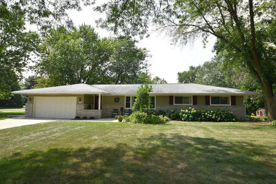 Brookfield Single Family Home For Sale: 2705 Arbor Dr