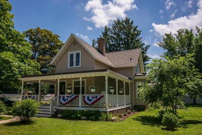 Lake Geneva Single Family Home Active Contingent With Offer: 406 Haskins St