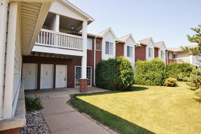 Pleasant Prairie WI Condo/Townhouse Active Contingent With Offer: $139,900