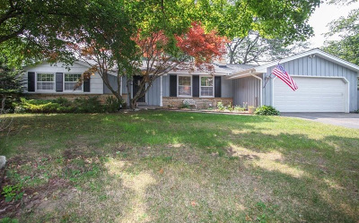 Brown Deer WI Single Family Home For Sale: $189,900