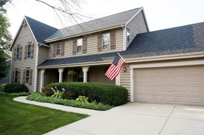 Mequon Single Family Home For Sale: 9630 W Hunt Club Dr
