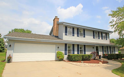 Waukesha WI Single Family Home Active Contingent With Offer: $299,900