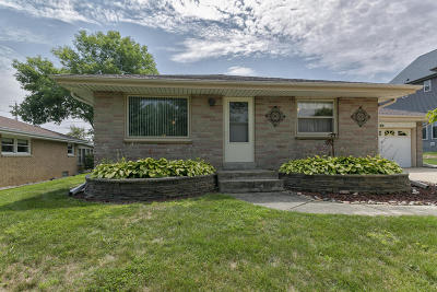 South Milwaukee WI Single Family Home For Sale: $189,900