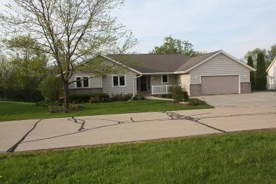 Slinger Single Family Home For Sale: 104 Hidden Lake Dr