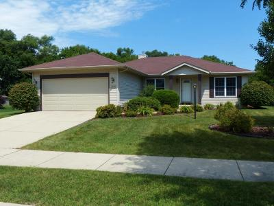 Waukesha Single Family Home For Sale: 2542 Emslie Dr.