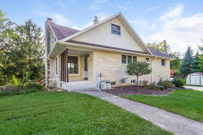 Hartland Single Family Home Active Contingent With Offer: W301n9465 County Road E