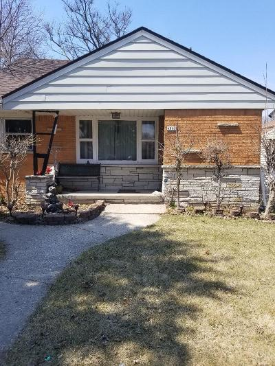 Milwaukee Single Family Home For Sale: 4865 N 74th St