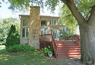 Oconomowoc Single Family Home Active Contingent With Offer: N59w34802 Lake Dr